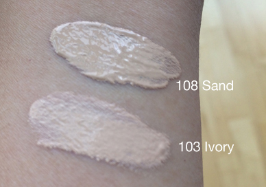 Clarins-Extra-Comfort-Foundation-Swatches