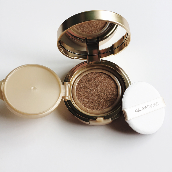 Amore-Pacific-Cushion-Compact-Open