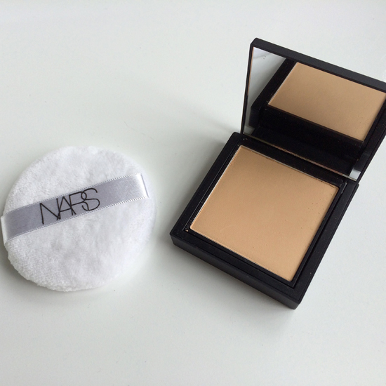Nars-Powder-Foundation-With-Puff
